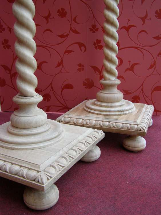 Solomonic columns with pedestal, cherry and oak wood, detail